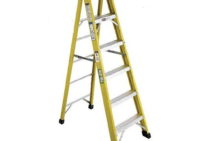 Hero 623 platform step ladder 6 ft ht wood  green bull ladders