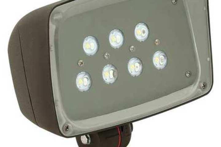Hero 332 led compact floodlight 26.5 watt 120 277  hubbell lighting